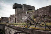 Old abandoned concrete bunker from WWII period — Stock Photo