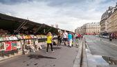 Small souvenir shops with walking people, Paris, France — Stok fotoğraf