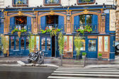 Bar facade on the Quai Des Grands Augustins, Paris — Stock Photo
