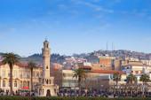 Konak Square with walking tourists, Izmir, Turkey — Stock Photo