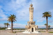 Konak Square street view with old clock tower, Izmir — Stock Photo