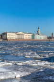 Floating ice on Neva river in St. Petersburg, Russia — 图库照片