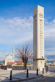 Modern clock tower and Fatih Camii, Izmir, Turkey — Foto Stock