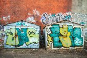 Old rusted garages with colorful grungy graffiti — Stock Photo