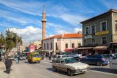 Izmir street view with mosque, building facades, cars — Stock Photo
