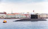 Submarine Vyborg stands moored on the Neva River — Stock Photo