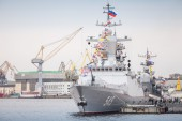 Stoikiy Warship on Neva, Steregushchy class corvette — Stock Photo
