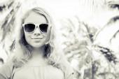 Blond smiling girl teenager in sunglasses, monochrome — Stock Photo
