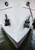 アンカーの古い船首のクローズ アップ写真 — ストック写真
