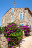Old stone living house facade, Figari town — Stock Photo