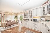 Elegant classical kitchen — Stock Photo