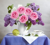 Still life with lilac flowers, roses, apple and cup — Stok fotoğraf