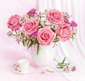 Huge bunch of pink roses on artistic background — Stock Photo