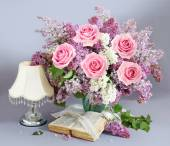 Still life with huge lilac flower and roses bunch — Fotografia Stock
