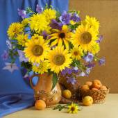 Huge bunch of summer flowers, bluebells, sunflowers and apricots — Stock Photo