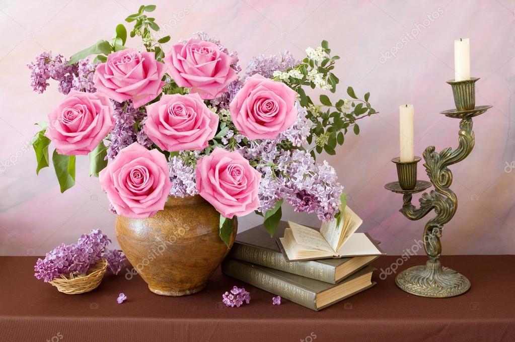 Belle nature morte avec bouquet de fleurs roses lilas et for Bouquet de fleurs lilas