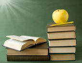 World Teacher's Day (still life with book pile, apple, globe and desk on artistic background) — Stockfoto