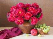 Still life with asters bunch and fruits (apple and grapes) on artistic background — Stok fotoğraf