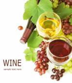 White, red and rosy wine and green grapes with leaves. Isolated on white background — Stock Photo