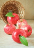 Red apples in basket on the wooden background — Stock Photo