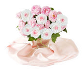 Bando de flores rosas isolado no fundo branco — Fotografia Stock