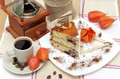 A piece of sponge cake and a cup of coffee — Stock Photo