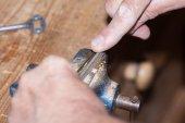 Make a metal key — Foto de Stock