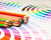 Colored pencils and color chart — Zdjęcie stockowe