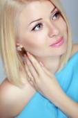 Beautiful blond woman portrait, makeup, skin care, bob hairstyle — Stock Photo