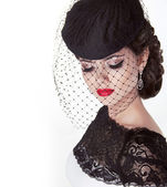 Fashion brunette retro woman portrait in elegant hat with red li — Stockfoto