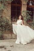 Beautiful young bride girl in wedding dress with blowing chiffon — Fotografia Stock
