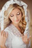Portrait of beautiful bride with makeup wearing in Classic White — Stock Photo