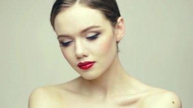 Великолепная блондинка красоты — Стоковое видео
