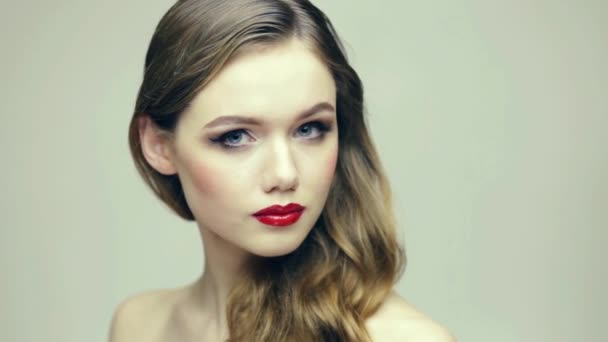 Belleza rubia hermosa — Vídeo de stock