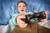 Niño jugando juegos de video — Foto de Stock