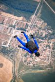 Parachutiste en libre — Photo