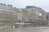 Embankment of the river Seine in Paris. — Stock Photo