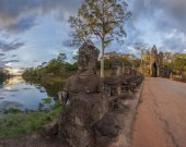 Giants in Angkor Thom — Stock Photo