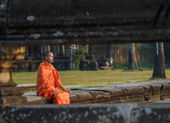 Young monk in Angkor Wat — Stock Photo