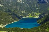Lake in Pyrenees — Stock Photo