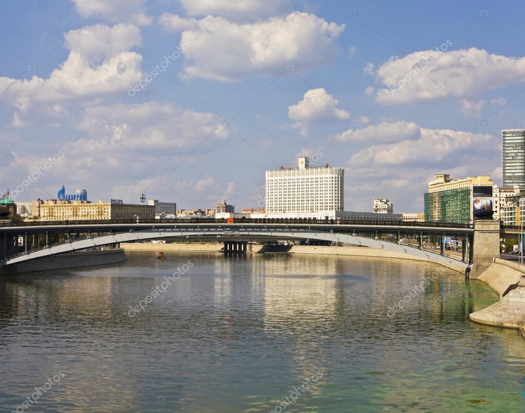 Mosca costruzione del russo governo e fiume di mosca for Piccoli piani di casa sul fiume