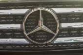 Mercedes-benz otomobil logoları — Stok fotoğraf