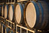 Pilha de barris de vinho — Fotografia Stock