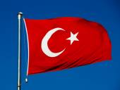 Turkish national flag over blue sky — Stock Photo