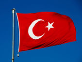 Turkish national flag over blue sky — Stockfoto