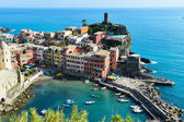 Traditional Mediterranean architecture of Vernazza, Italy — Stock Photo