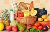 Groceries in wicker basket — Stockfoto