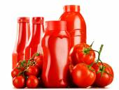 Composition with ketchup and fresh tomatoes — Stock Photo