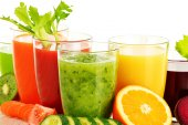 Glasses with fresh organic vegetable and fruit juices on white — Stock Photo