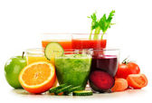 Glasses with fresh organic vegetable and fruit juices on white — Foto Stock